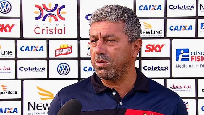 Gilberto Pereira, técnico do Atlético-GO (Foto: Reprodução/TV Anhanguera)