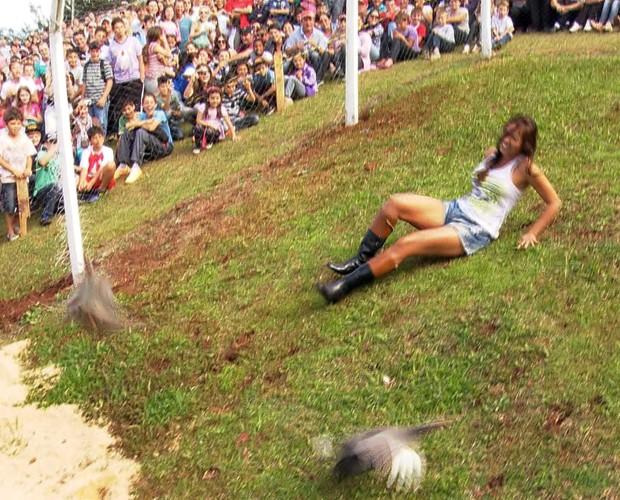 Carol mostrou muito bom-humor durante todas as provas (Foto: Reprodução / TV Globo)