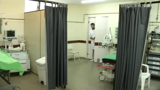 Pacientes da UTI de hospital em Vassouras, RJ, dividem espaço em salas adaptadas