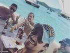 Sertanejos Mariano e Bruno curtem férias em alto-mar