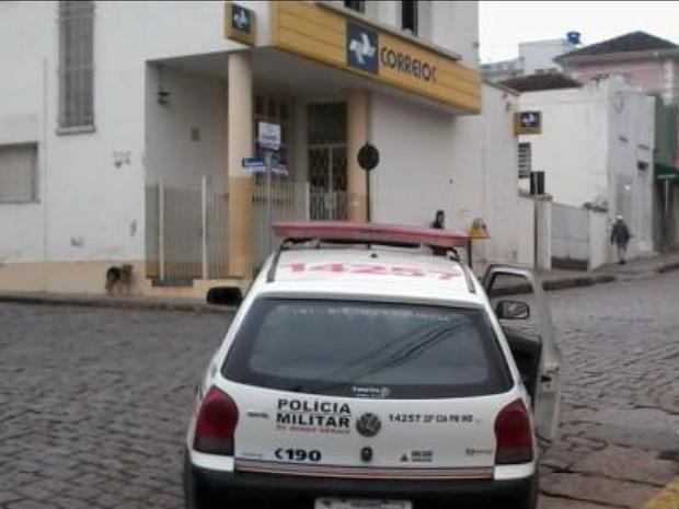 Homens armados assaltaram agência dos Correios de Muzambinho (MG) (Foto: Reprodução EPTV)