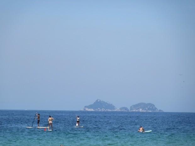 Mar calmo possibilitou esportes dentro da água  (Foto: Guilherme Brito/ G1)