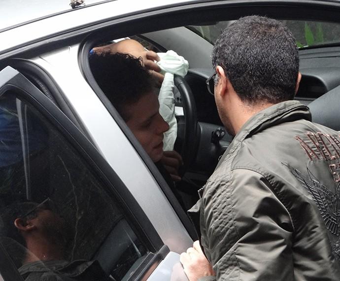 Thiago passou horas dentro do carro gravando (Foto: Juliana Lessa/Gshow)