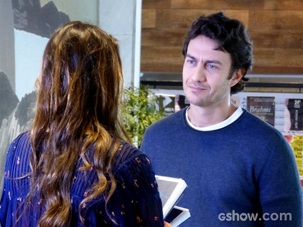 Laerte e Luiza conversam sobre amizade da menina com o ex (Foto: Em Família / TV Globo)