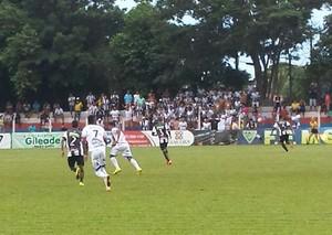Lance entre Serc e Corumbaense no estádio da Serc (Foto: Alexandre Cabral/TV Morena)