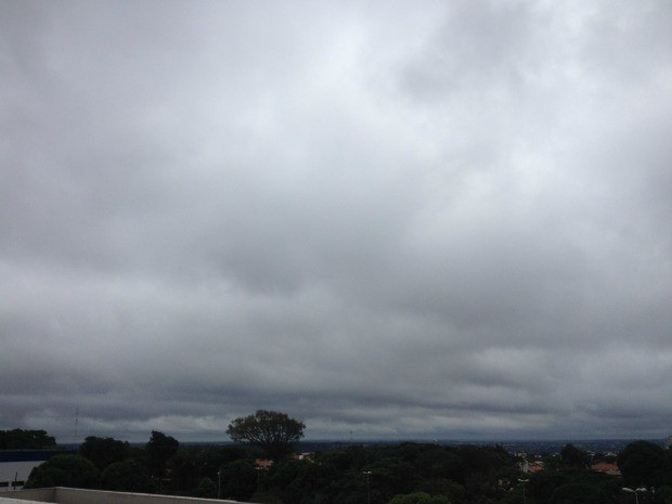 Céu de Campo Grande na tarde desta terça-feira (2) (Foto: Glaucea Vaccari/G1 MS)