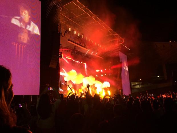 Show de Paul no ES faz surpresa para fãs com queima de fogos (Foto: Victoria Varejão/ G1 ES)