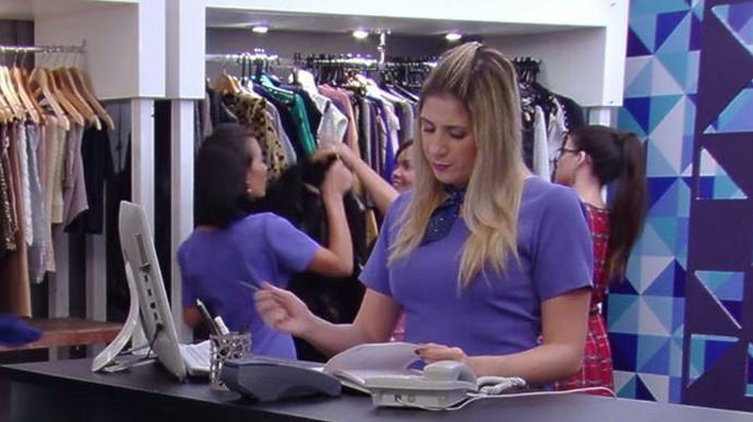 'Zorra' exibe vendedora com atitude inesperada (Foto: TV Globo)