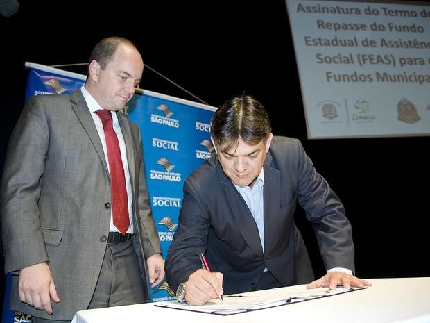 Secretário estadual de Desenvolvimento Social, Rogério Hamam, e o prefeito de Limeira, Paulo Hadich (Foto: Michele Pampanin/Prefeitura de Limeira)