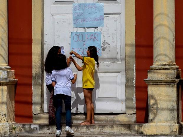 Escolas estaduais de Pernambuco vem sendo ocupadas em protesto contra a PEC do teto dos gastos da União (Foto: Marlon Costa/Pernambuco Press)
