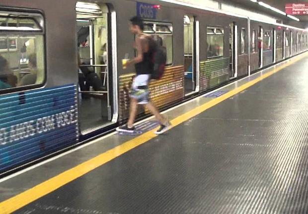 Plataforma na linha Vermelha do Metrô de São Paulo (Foto: Reprodução/YouTube)