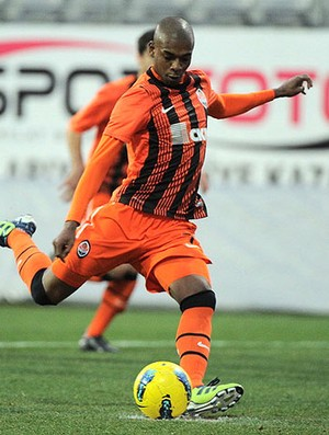 Fernandinho shakhtar donetsk (Foto: Divulga&#231;&#227;o / Site Oficial do Shakthar Donetsk)