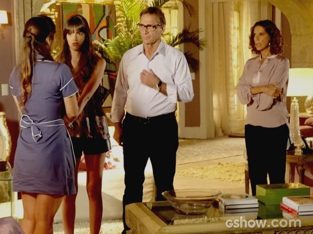 Zu conta o que sabe e Giselle e Ricardo descobrem plano de Branca (Foto: Em Família / TV Globo)