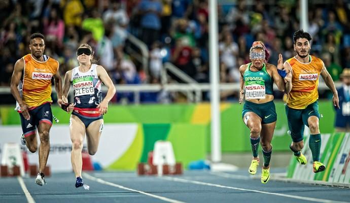 Final dos 100m feminino T11 Paralimpiadas Libby Clegg Teresinha Guilhermina (Foto: Marco Antonio Teixeira/MPIX/CPB)