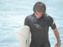 Surfista vende rifa para bancar viagens em busca de vaga no Circuito Mundial