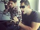 Ex-BBBs Eliéser e Rodrigão soltam a voz em estúdio