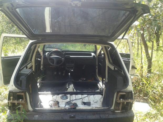 Encontrado carro furtado em Divinópolis (Foto: Polícia Militar/Divulgação)