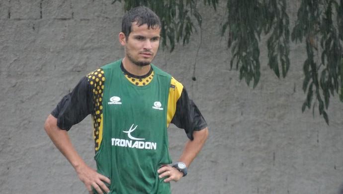 Osmar, lateral do ASA (Foto: Leonardo Freire/GLOBOESPORTE.COM)