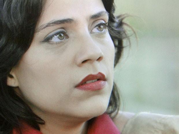 Miriam fica emocionada ao ver Rodrigo (Foto: Amor Eterno Amor/TV Globo)