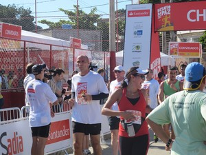 Beltrame chega ao final do Desafio da Paz (Foto: Alba Valéria Mendonça/ G1)