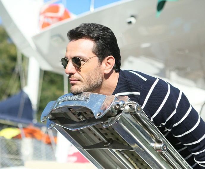 Rodrigo Lombardi se diverte nos intervalos da viagem de Angra (Foto: Isabella Pinheiro)