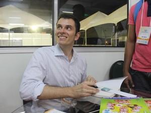 Ele é o autor do best-seller 'Casais inteligentes enriquecem juntos'. (Foto: Catarina Costa/G1)