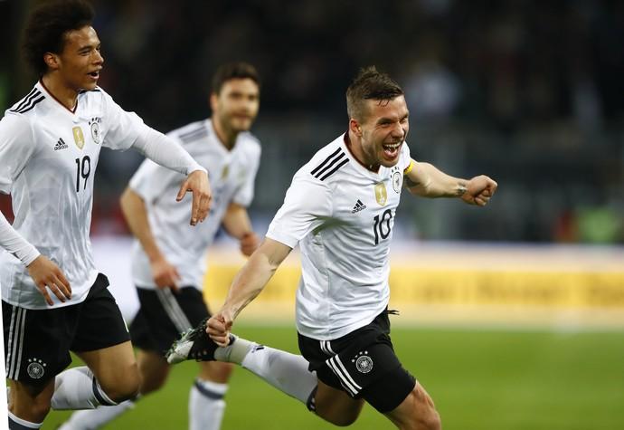 Podolski Alemanha Inglaterra amistoso Dortmund (Foto: Wolfgang Rattay/Reuters)