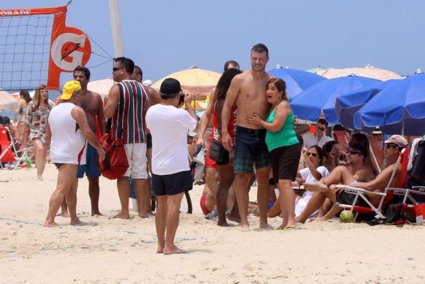 Rodrigo Hilbert na praia (Foto: J.Humberto/AgNews)