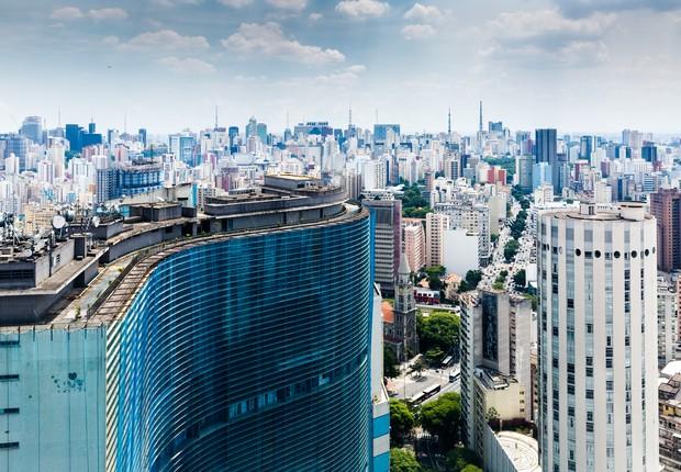 Edifício Copan é visto em primeiro plano em imagem do centro da cidade de São Paulo (Foto: Thinkstock)