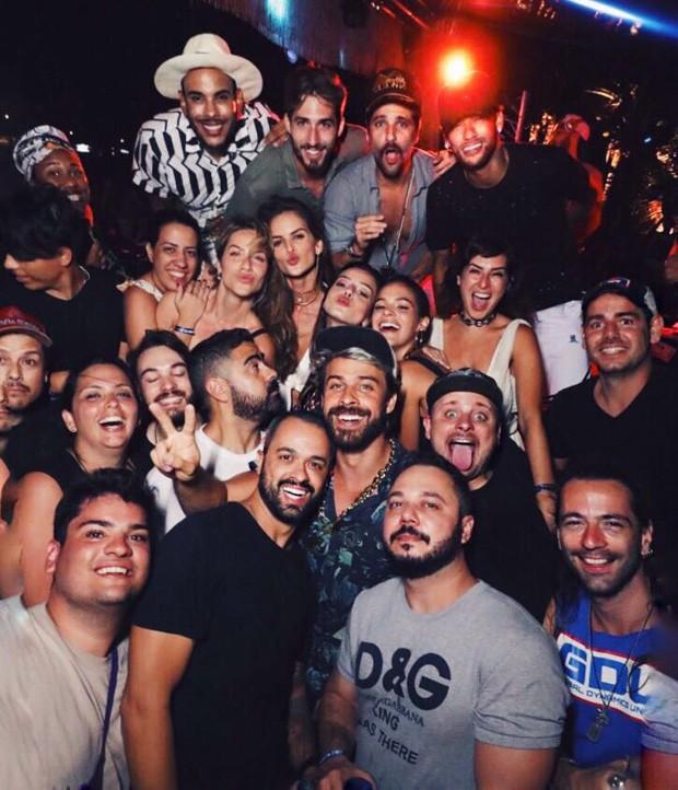 Bruna Marquezine e Neymar com famosos em Noronha (Foto: Divulgação)