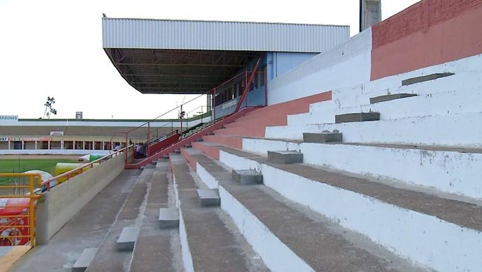 RN - Estádio Nogueirão, em Mossoró - reforma - arquibancadas (Foto: Reprodução/Inter TV Cabugi)