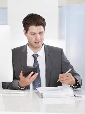 Carreira; Dinheiro; Jovem; Investimento; Finanças; Contas;  (Foto: Thinkstock)