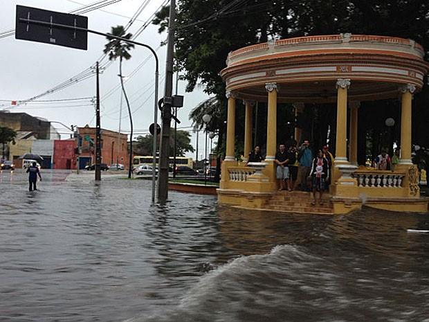 Praça Sérgio Loreto, no Recife (Foto: Marjones Pinheiro / TV Globo)