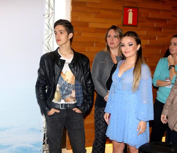 1e0c1a9b32d28 Larissa Manoela reencontra ex-namorado, João Guilherme, em pré-estreia