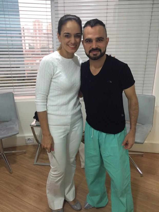 Luciano com a médica Maria Angélica Muricy (Foto: Divulgação/Divulgação)