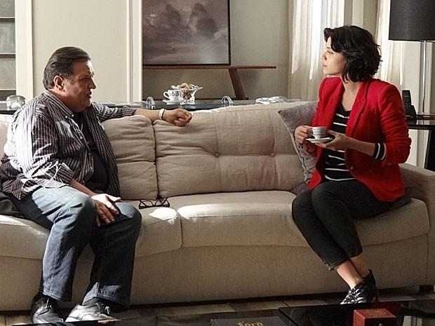 Miriam explica a Dimas como são as curas de Rodrigo (Foto: Amor Eterno Amor / TV Globo)