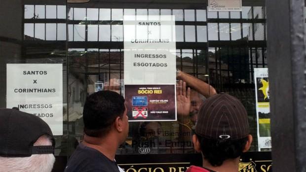 Ingressos esgotados na Vila Belmiro (Foto: Lincoln Chaves / Globoesporte.com)