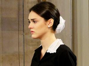 Cida sofre com o casamento de seu amado (Foto: Cheias de Charme / TV Globo)