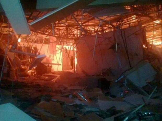 e4e59a816141e G1 - Assaltantes explodem agência bancária em Pedro Gomes