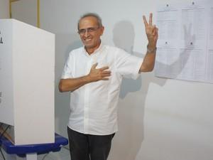 Cícero Lucena vota no Bessa (Foto: André Resende/G1)
