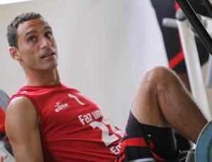 César Gaúcho renova contrato com o Botafogo-SP (Foto: Divulgação)
