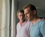 Richard Roper (Hugh Laurie) e Jonathan Pine (Tom Hiddleston) em 'The night manager' | Des Willie/The Ink Factory/AMC
