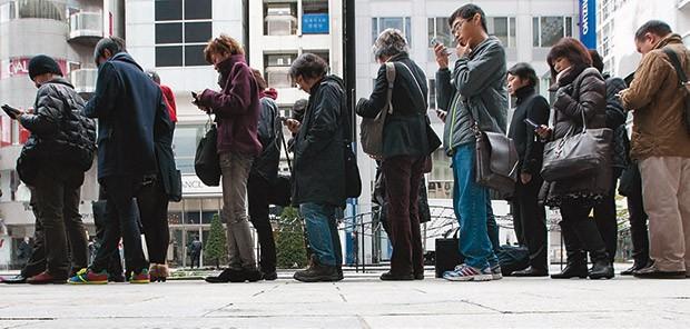 Quer saber quem vai reclamar da fila? Olhe o tamanho dos gadgets (Foto: Getty Images)