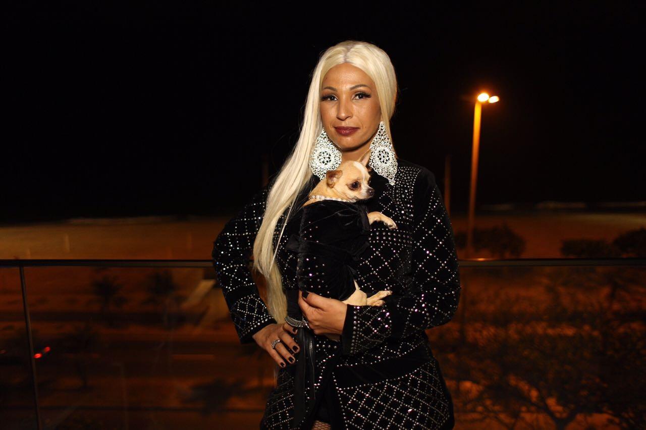 Valesca Popozuda com o figurino usado no clipe (Foto: Bruno Brin)