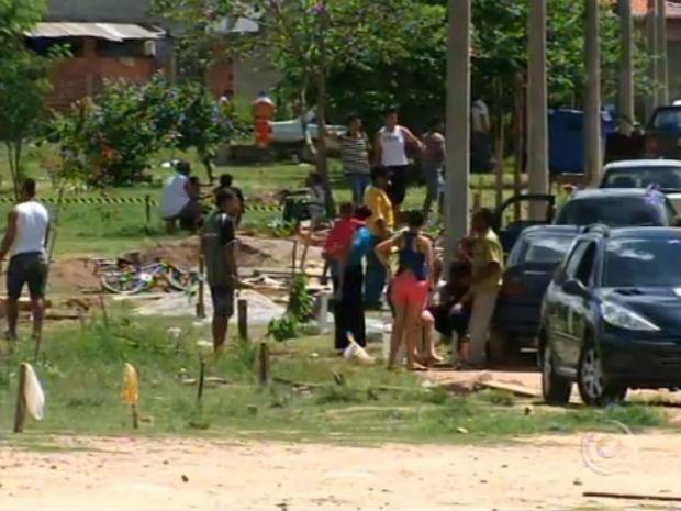 Prefeitura de Várzea Paulista retira barracos em área de preservação (Foto: Reprodução/TV TEM)