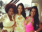 Solange Gomes confraterniza com Adriana Bombom e Ariadna