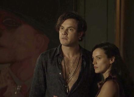 Gael surta ao dar de cara com Renato na casa de sua mãe