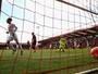 Firmino marca, Lucas Leiva joga como zagueiro e Liverpool vence no Inglês