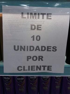 Supermercado estipulou limite para compra de uma marca de shampoo (Foto: Elisa de Souza / G1)