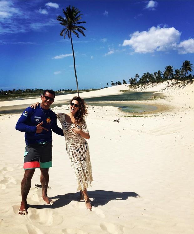 Isis Valverde e guia turístico no Ceará (Foto: Reprodução/Instagram)